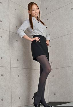 宅男女神岩崎由衣制服丝袜美腿写真