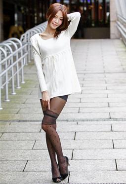 Beautyleg女神小雪街拍美腿写真